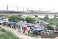 River bed slum community - Asha